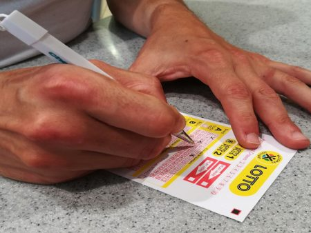 Kuka pelaa lotto ja miksi